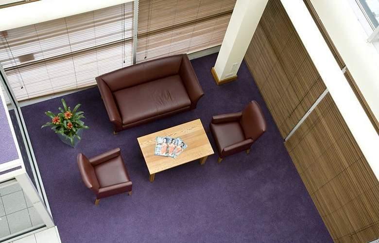 Premier Inn Watford Central - General - 1