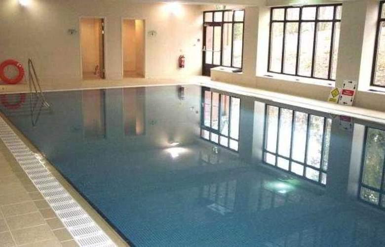 De Vere Latimer Place - Pool - 3