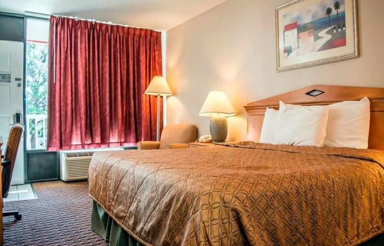 Econo Lodge  Inn & Suites - Room - 13