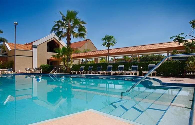 Best Western Orlando West - Pool - 38