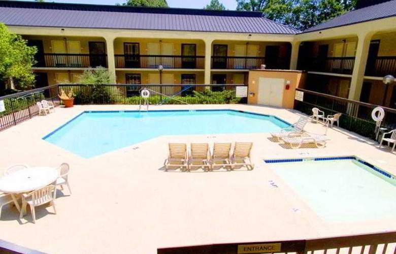 Hampton Inn Atlanta- Marietta - Pool - 0