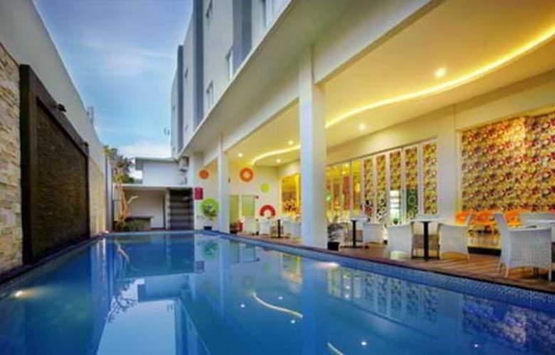 Favehotel Kusumanegara - Pool - 12