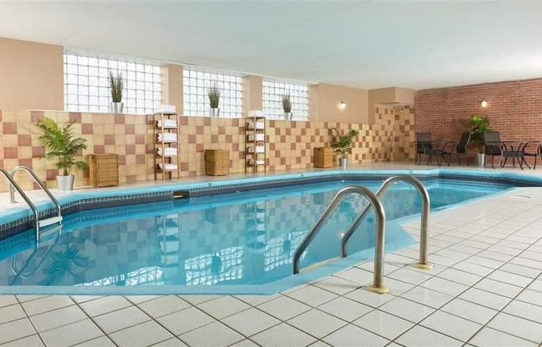 Best Western Plus Laval-Montreal - Pool - 68