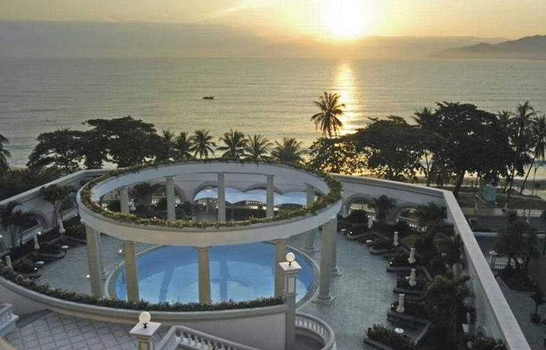 Sunrise Nha Trang Beach Hotel & Spa - Pool - 4