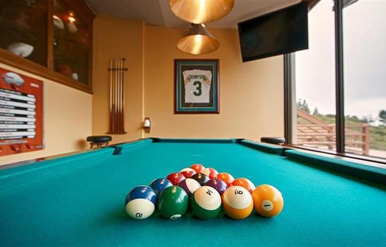 Best Western Plus Agate Beach Inn - Bar - 87