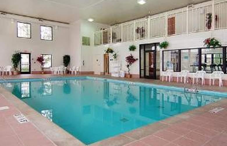 Comfort Suites Lebanon - Pool - 6