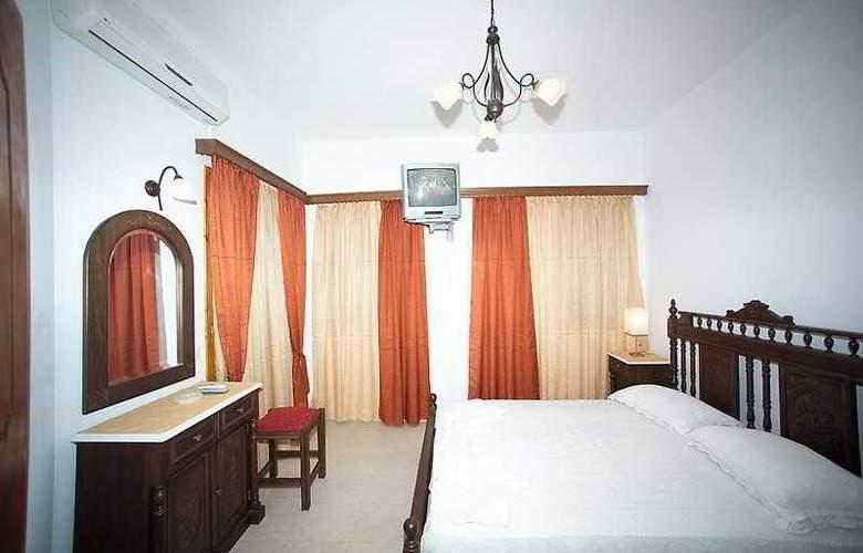 Kelenis Apts - Room - 3