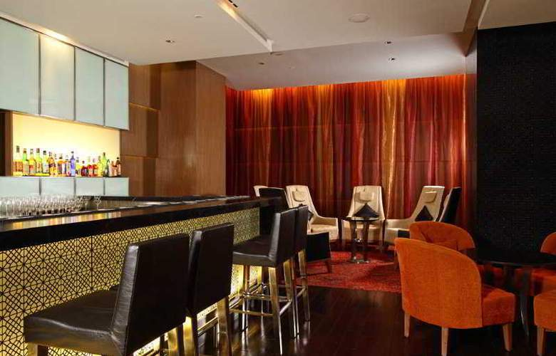 Holiday Inn Mumbai International Airport - Bar - 7