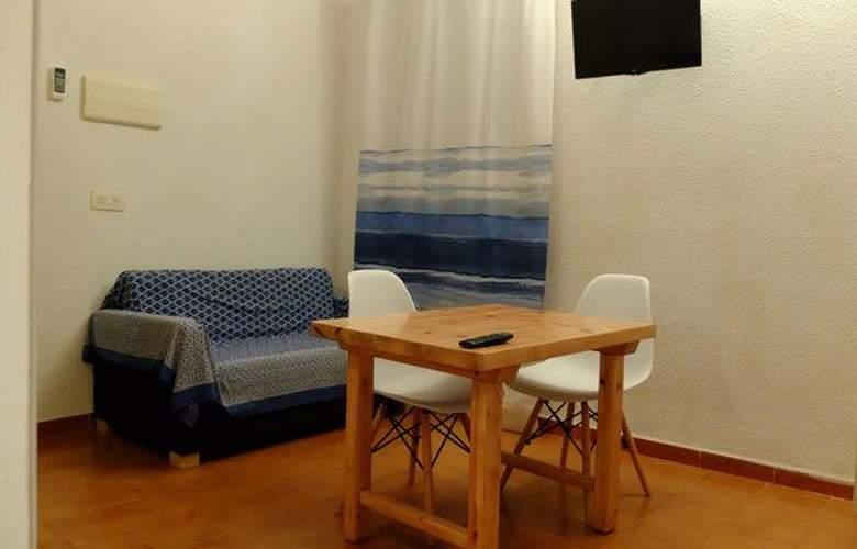 Lesley - Room - 3
