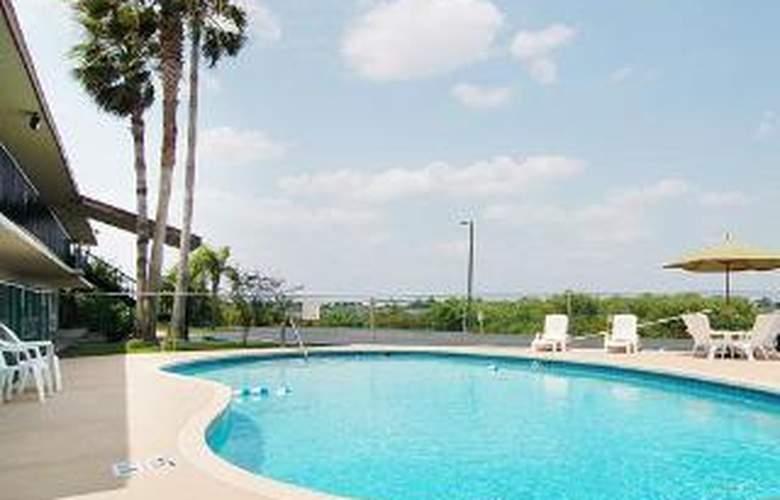 Econo Lodge Sebring - Pool - 4