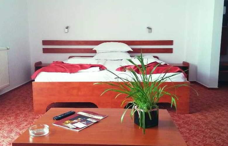 Alexis - Room - 6
