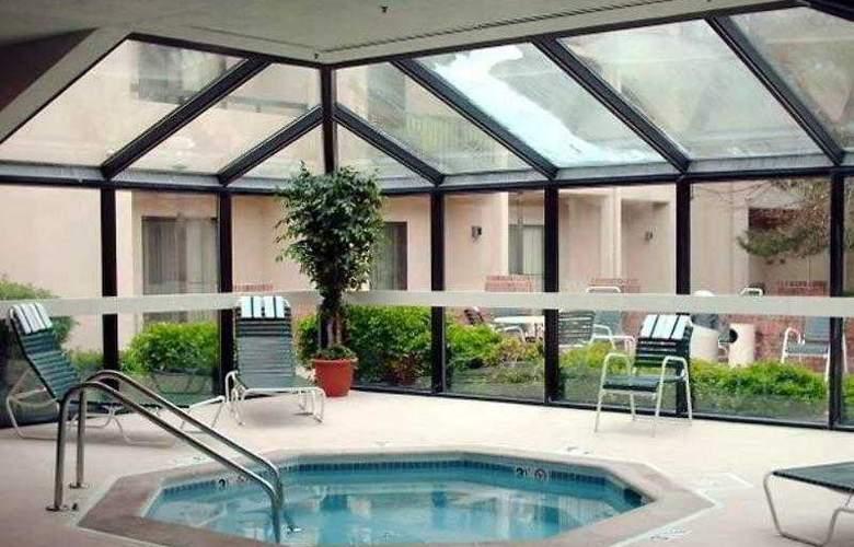 Courtyard Denver Stapleton - Hotel - 1