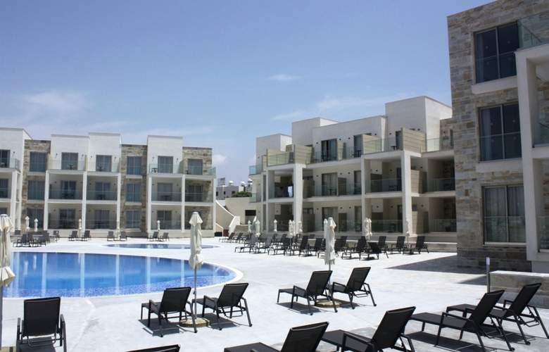 Amphora Hotel & Suites - Pool - 3