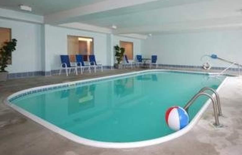 Sleep Inn - Pool - 4