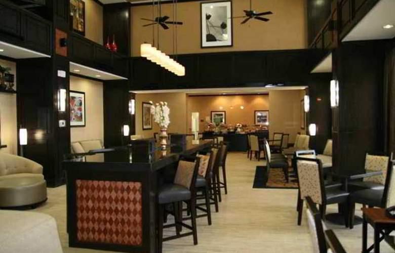 Hampton Inn & Suites Cleburne - Hotel - 4