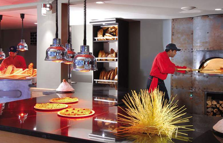Mauricia Beachcomber Resort & Spa - Restaurant - 4