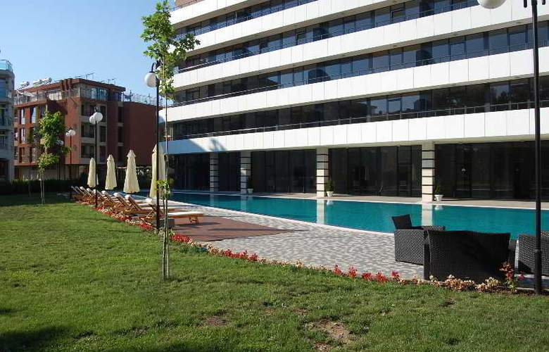 Boomerang Apartments - Pool - 2