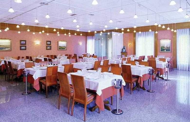 Egido Plaza de Santiago - Restaurant - 10