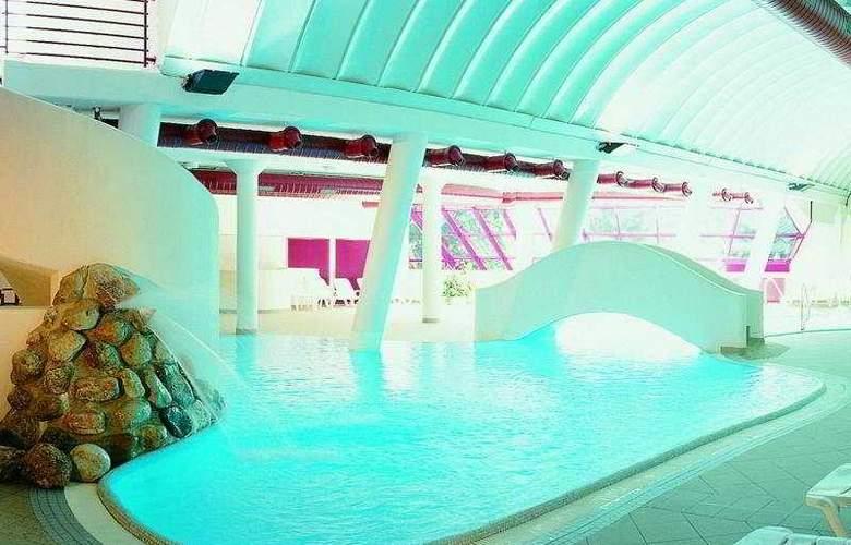Schlosshotel Rosenegg - Pool - 6