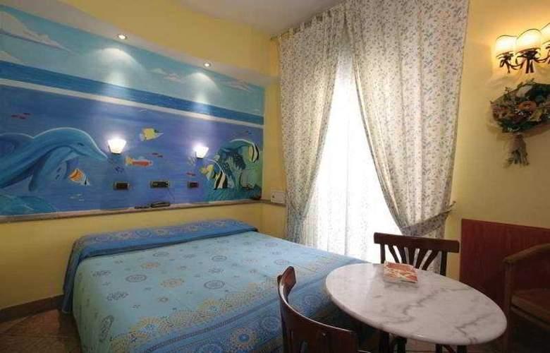 Europeo & Flowers - Sea Hotels - Room - 8