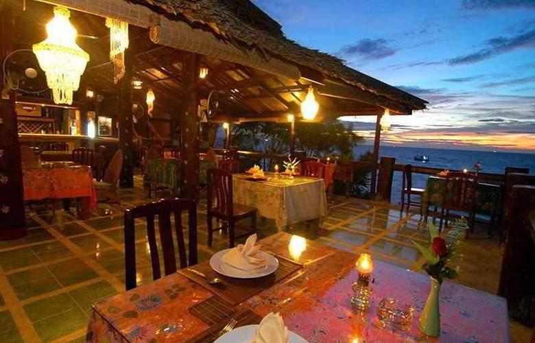 Charm Churee Villa Rustic Resort & Spa - Restaurant - 9