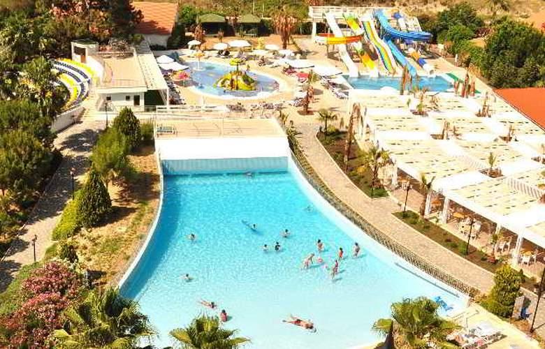 Serenis Hotel - Pool - 13