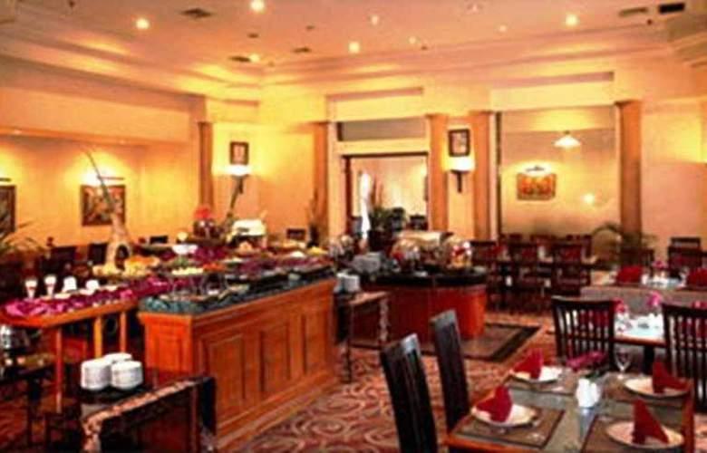Travellers Hotel Jakarta - Restaurant - 5