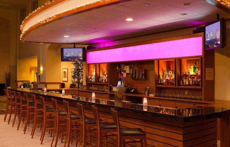 Embassy Suites Boston Logan Airport - Bar - 7
