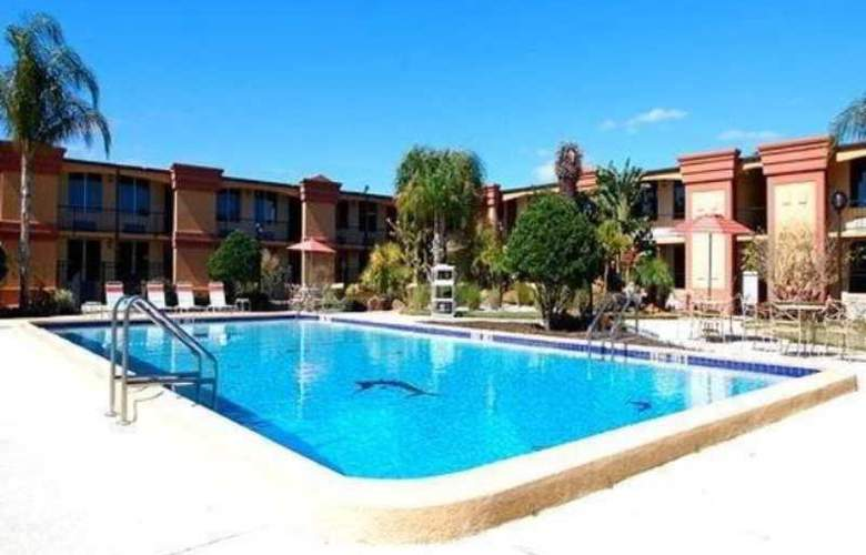 Quality Inn & Suites Florida Mall - Pool - 2