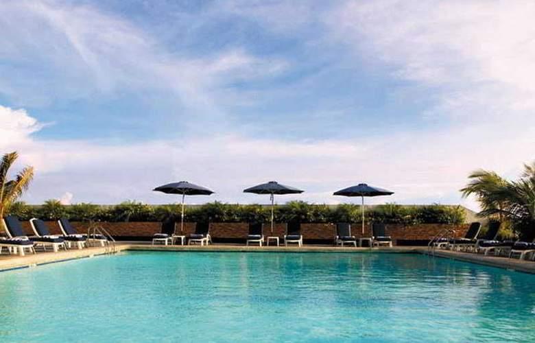 Traders Hotel Manila - Pool - 9