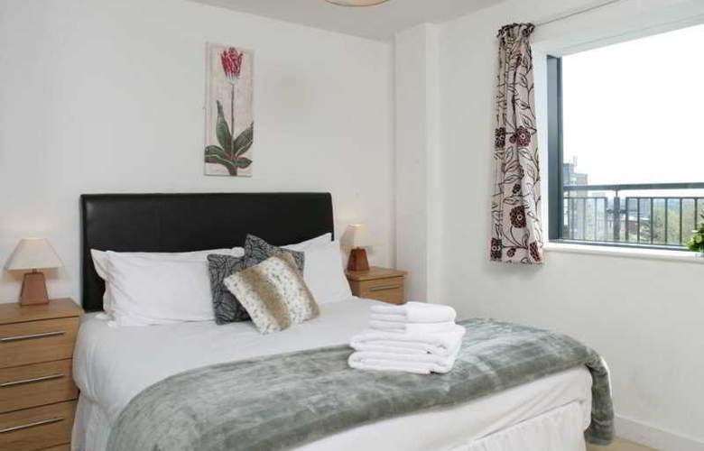 Comfort Zone Cutlass Court Apartments - Room - 1