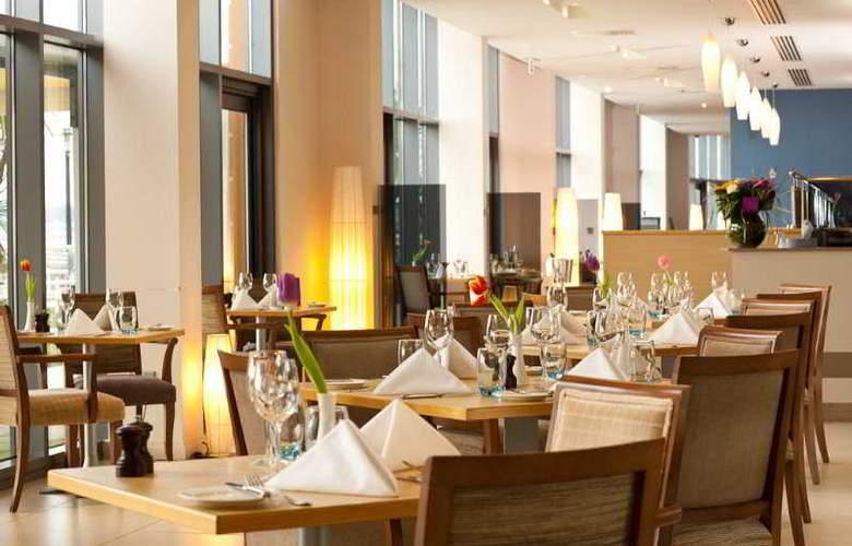 Radisson BLU Waterfront Hotel - Restaurant - 11
