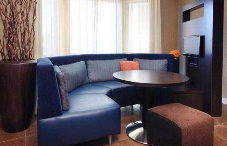 Courtyard Roseville - Hotel - 17