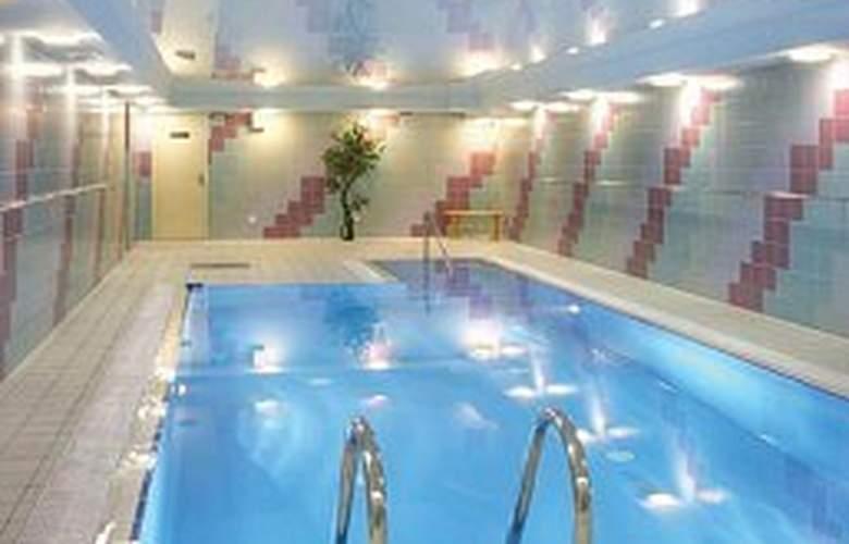 Petro Palace - Pool - 4
