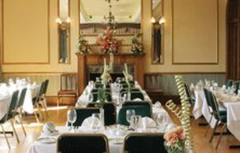 Drummond Arms Hotel - Restaurant - 3