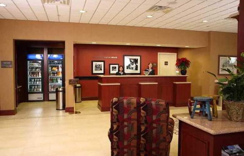 Hampton Inn & Suites Staten Island - Hotel - 3