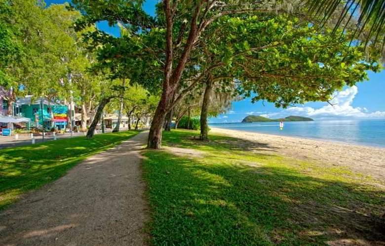 Alamanda Palm Cove by Lancemore - Beach - 18