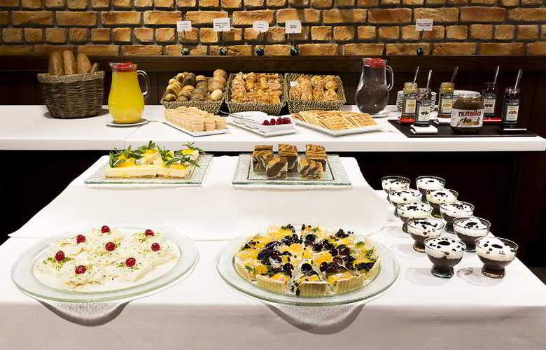 Ramada Hotel & Suites Atakoy - Restaurant - 31