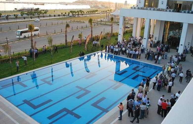 Green Park Hotel Pendik & Convention Centre - Pool - 6