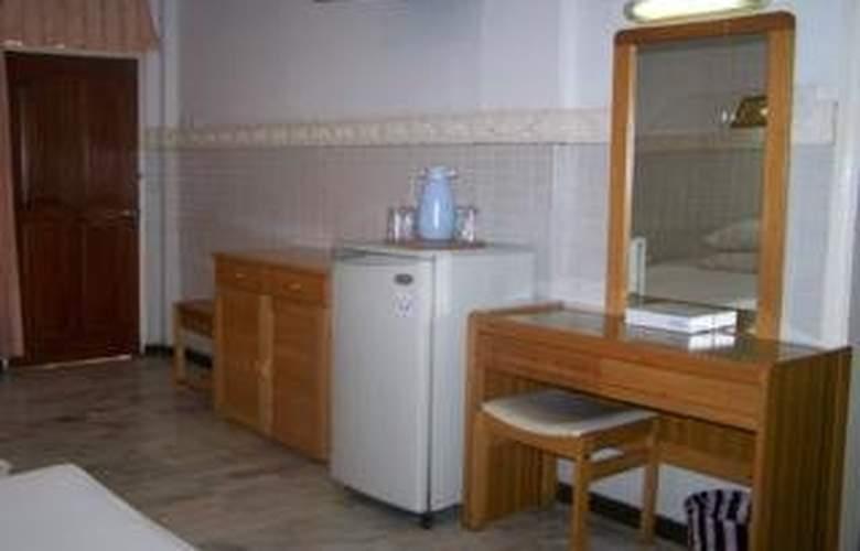 Karthi - Room - 0