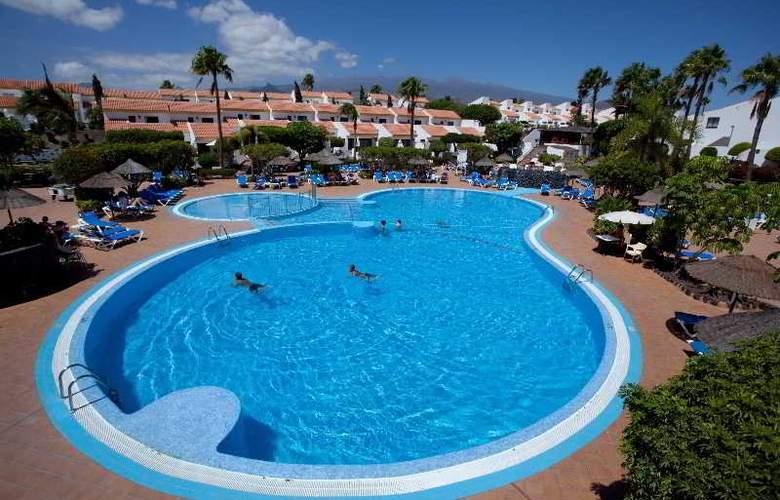 Select Sunningdale - Pool - 23