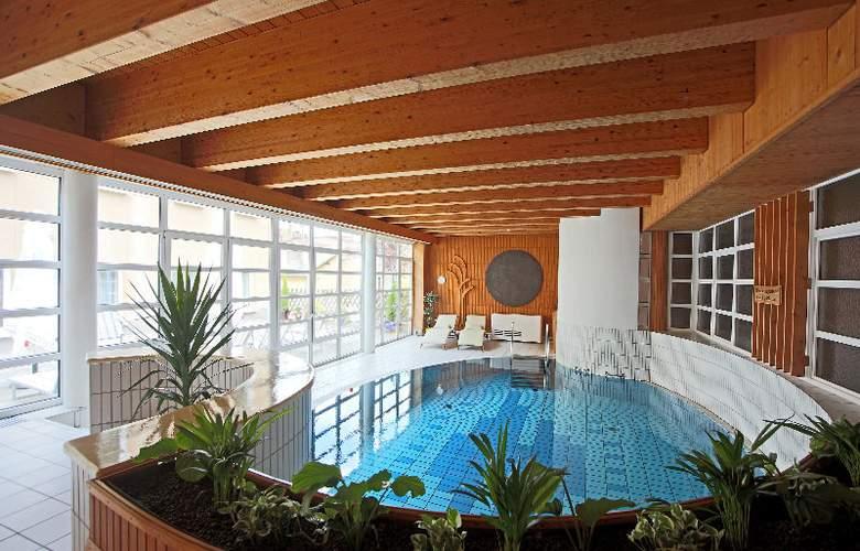 Aktivhotel Weisser Hirsch - Pool - 2