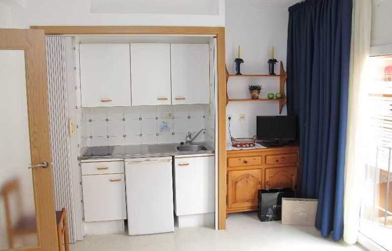 Santi Apartamentos - Room - 10