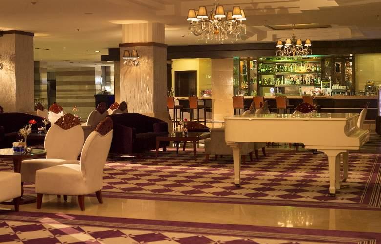 Alva Donna Hotel&Spa - Bar - 25