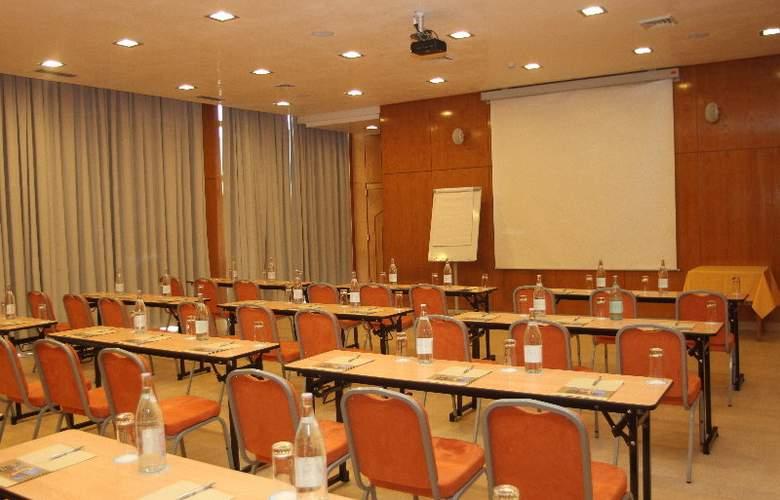 Sindbad - Conference - 7
