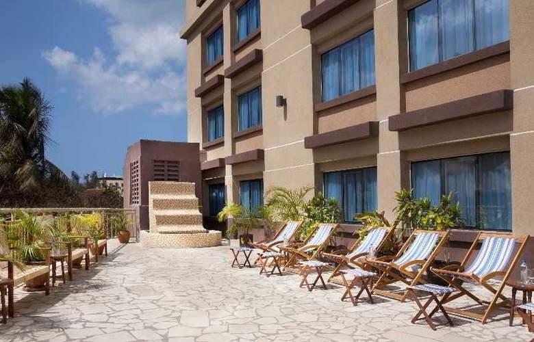 Holiday Inn Dar Es Salaam - Terrace - 21
