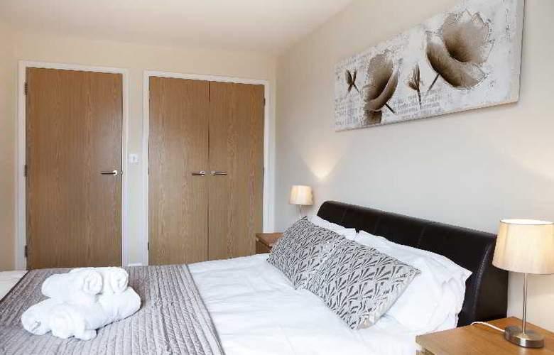 Cheltenham Plaza - Room - 1