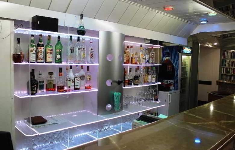 L.A. Resort - Bar - 9
