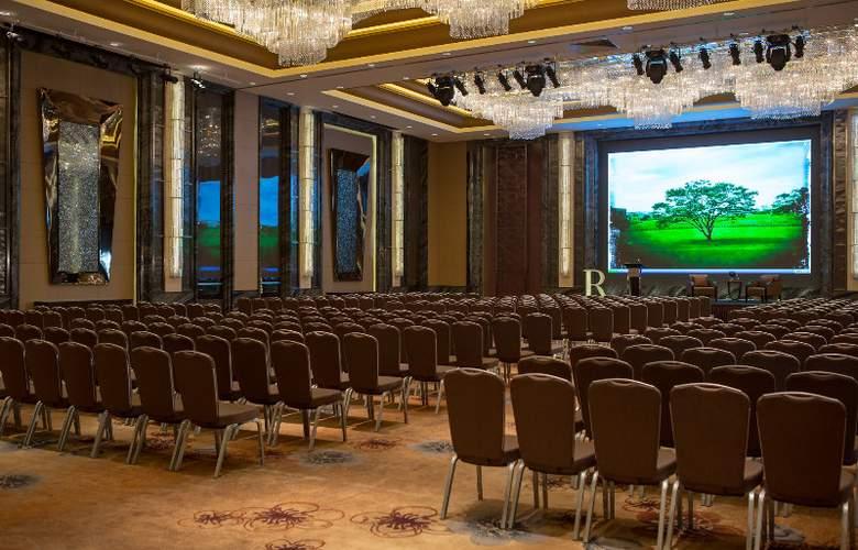 Renaissance Shanghai Yangtze - Conference - 17