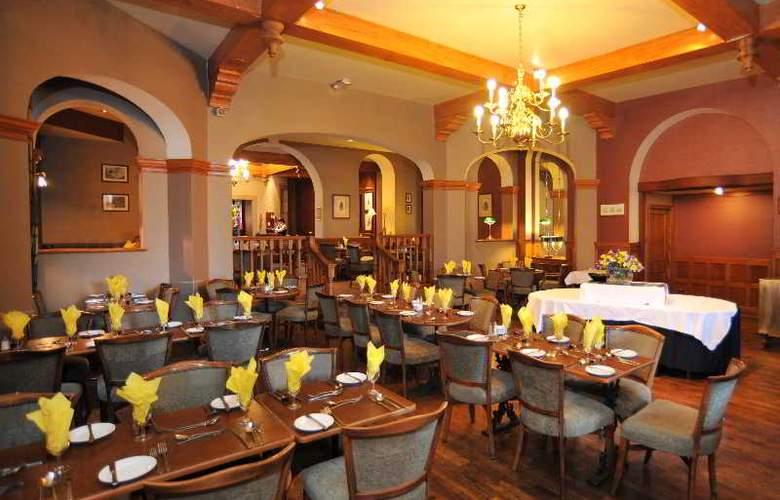 Golden Lion Hotel - Restaurant - 5